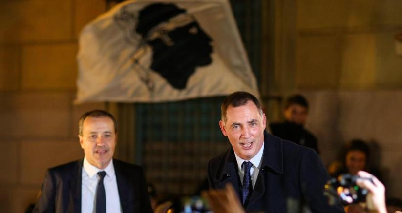 Il leader degli indipendentisti, Jean-Guy Talamoni (a sinistra), e il leader degli autonomisti Gilles Simeoni (a destra)